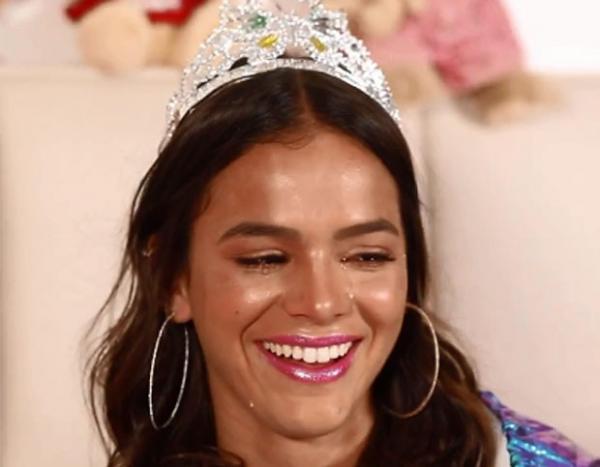 Bruna Marquezine se emociona ao assistir vídeo surpresa de Neyma JR