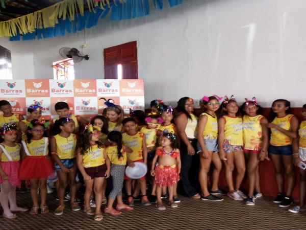 Carnaval das crianças é realizado em Barras