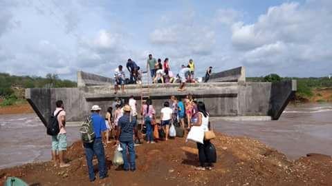 Fortes chuvas isolam cidade no Piauí