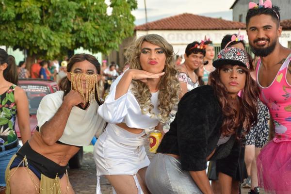 FOTOS: As Currupembas anima a terça de Carnaval em Barras