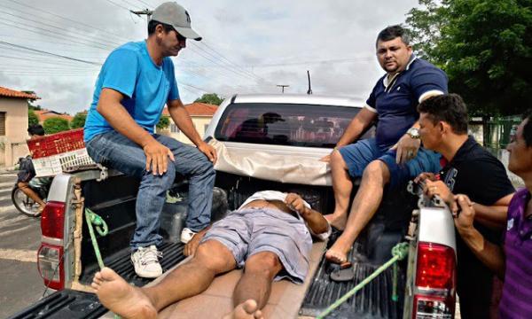 Casal fica preso embaixo de veículo, após colisão no Norte do PI