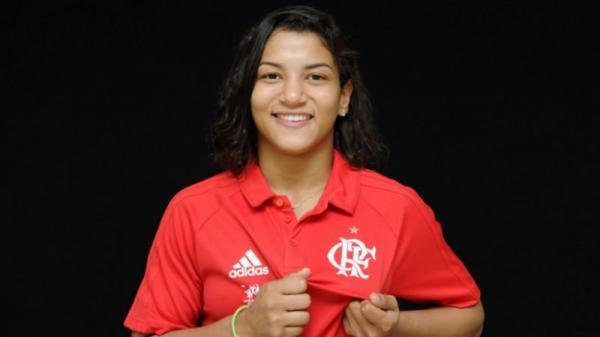 Sarah Menezes assina contrato de um ano com o Flamengo