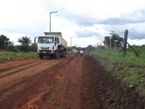 Prefeitura recupera vias de acessos a bairros e vilas de Barras