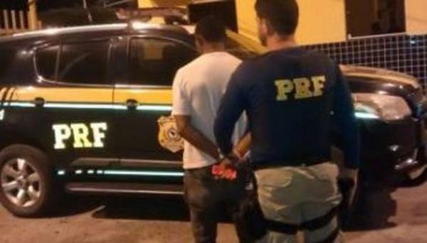 Homem é preso pela PRF acusado de estuprar a própria avó de 59 anos no Piauí