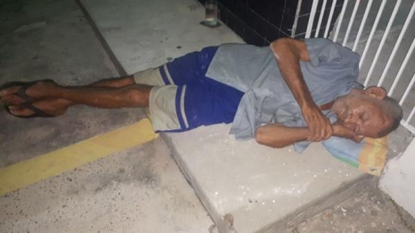 Família se recusa a cuidar de idoso abandonado em Floriano