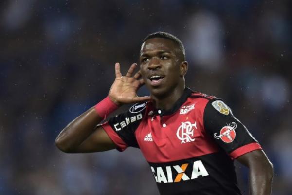 Flamengo vence o Emelec em Guayaquil no Equador