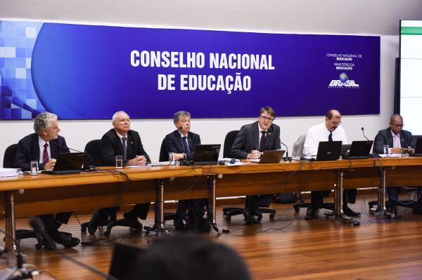 Governo Temer propõe 40% do Ensino Médio à distância