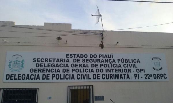Suspeito de invadir delegacia de Curimatá PI para roubar arma e coletes é preso