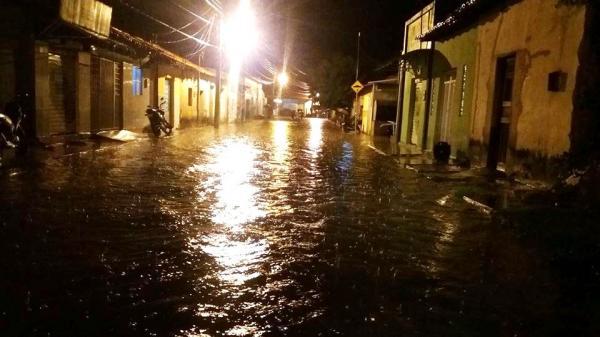 Chuva forte causa alagamentos e estragos em Barras