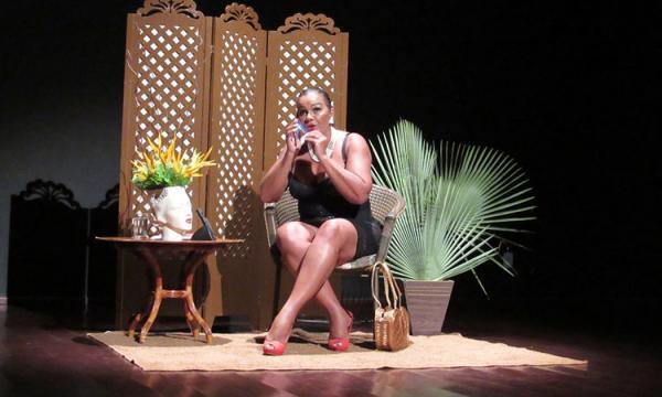 Solange Couto lota Cine teatro em Oeiras PI