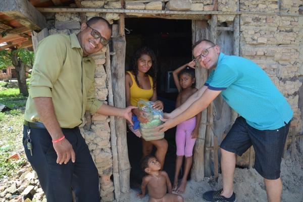 Em dia de Ação Social o Portal Visão Piauí faz entrega de cestas