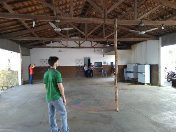 Teto de escola estadual ameaça desabar em Barras PI