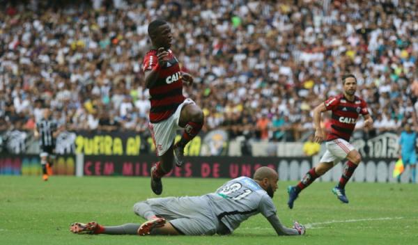 Flamengo vence por 3 a 0 o Ceará no Castelão