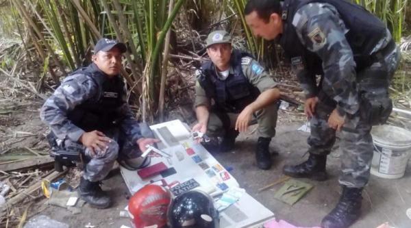 PM apreende motos roubadas, arma e drogas durante operação