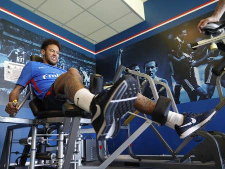 Neymar treina forte na volta ao PSG