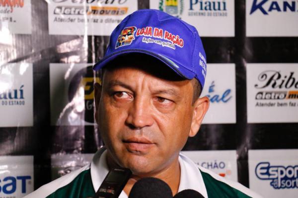 Paulinho Kobayashi deixa o Altos