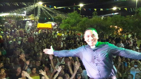 Padre Antonio Pereira realiza grande show em Boqueirão do Piauí
