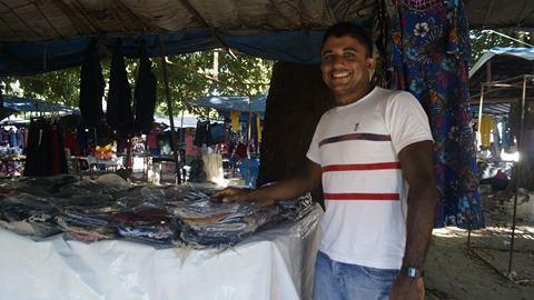 Reginaldo Andrade conhecido por Reginaldo Produções ( camelô )