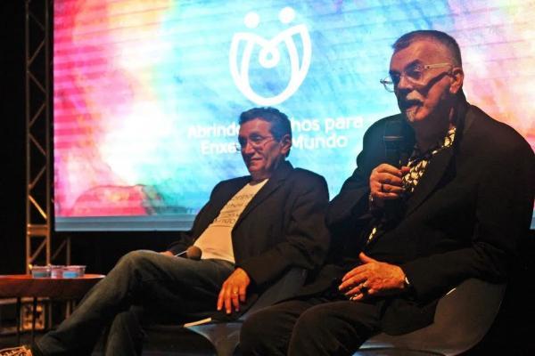 Bate-papo com Walcyr Carrasco reúne educadores e artistas durante exposição em Teresina PI