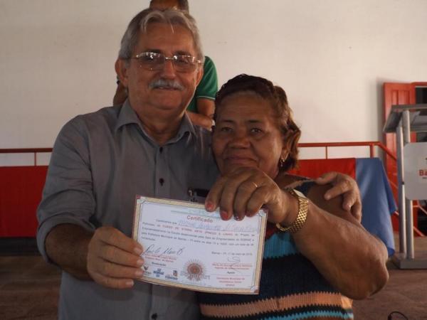 PMB entrega carteiras nacionais e certificados para os artesãos barrenses