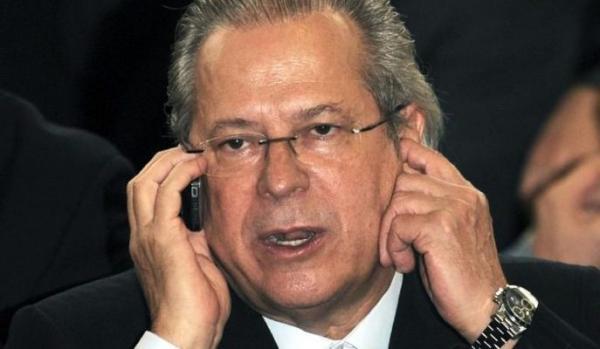 José Dirceu se entrega e volta para a Papuda, no Distrito Federal