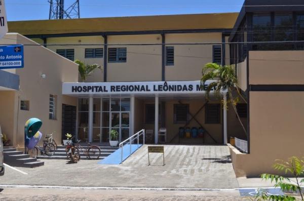 Diretora do Hospital Leônidas Melo tranquiliza população sobre atendimento e busca solução para paralisação de parte dos funcionários