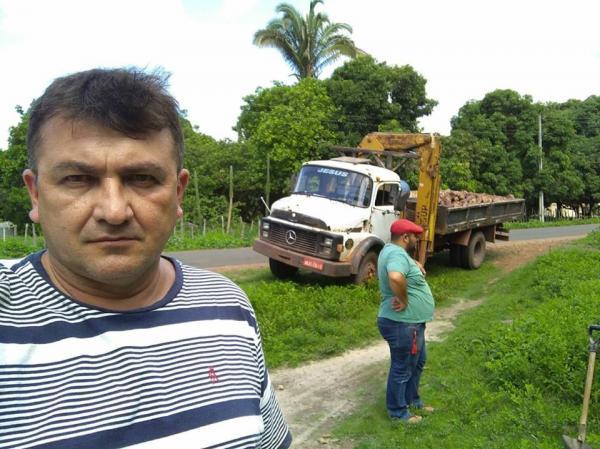 Governo de Barras PI substitui Caixa de água da localidade Boa Presença por uma de 10mil litros