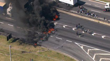 Caminhoneiros voltam a bloquear rodovias contra aumento nos preços do diesel