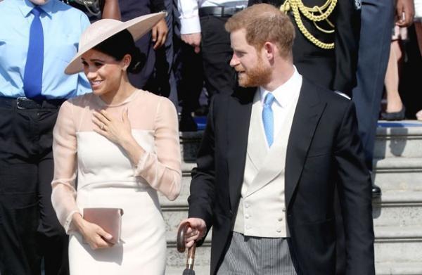 Meghan Markle e Príncipe Harry fazem primeira aparição pública após casamento