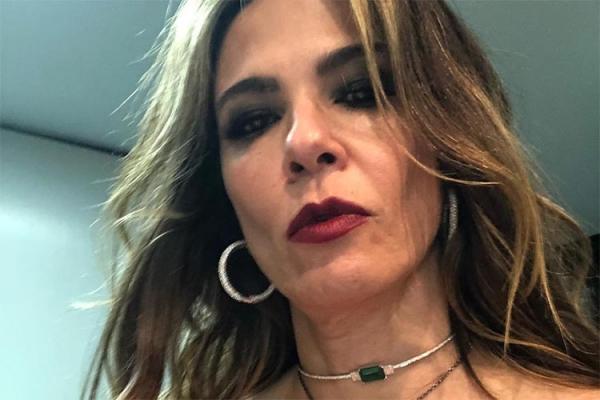 Luciana Gimenez volta a posar seminua nas redes sociais