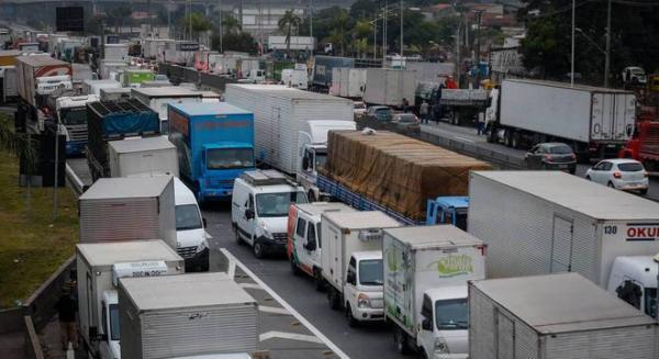 Paralisação dos caminhoneiros segue pelo 6º dia consecutivo