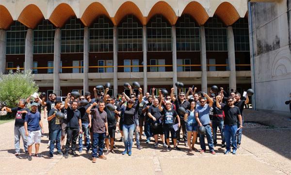Professores do Piauí protestam contra o aumento de impostos.