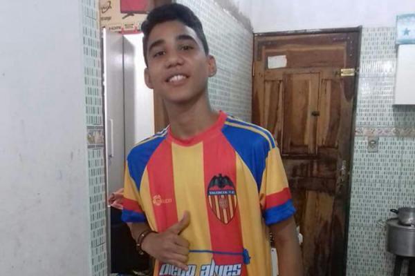 Adolescente pega 20 anos pela morte de jovem por causa de um celular