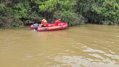 Bombeiros resgatam corpo de mulher no rio Poti