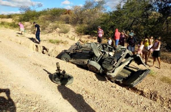 Irmãos morrem em capotamento de veículo na PI-243, no Sul do Piauí