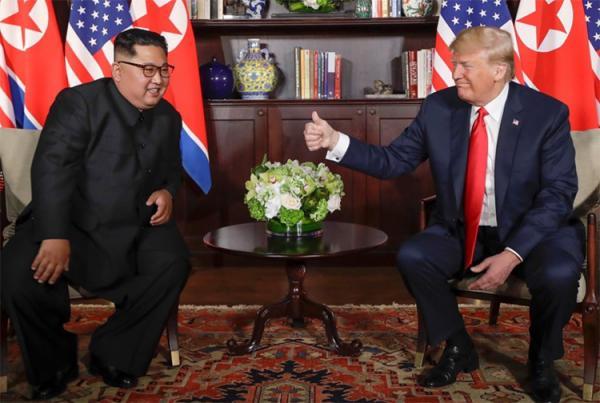 Trump e Kim assinam acordo por desnuclearização