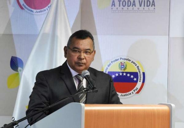 Foto mostra o ministro do Interior da Venezuela, Néstor Reverol, durante coletiva de imprensa em Caracas, capital do país