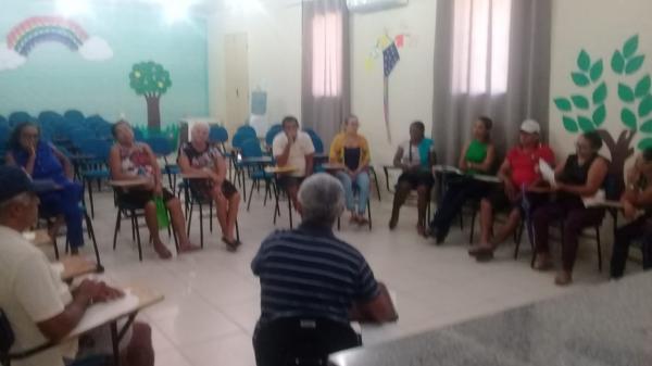 Produtores de cajuína discutem criação de associação em Barras PI