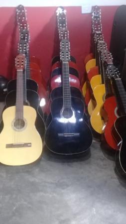 A Escola de Música professor Luizinho Fernandes recebeu novos instrumentos