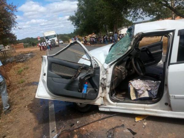 Motorista fica ferido após colidir em ônibus escolar no Sul do PI