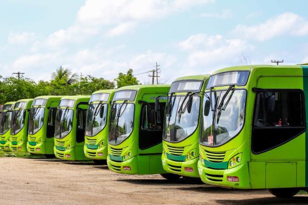 Motoristas e cobradores de ônibus de Teresina entram em greve