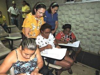 Beneficiários do programa de Habitação Rural assinam contratos