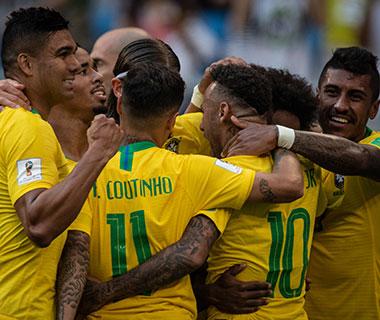 Brasil bate o México por 2 a 0