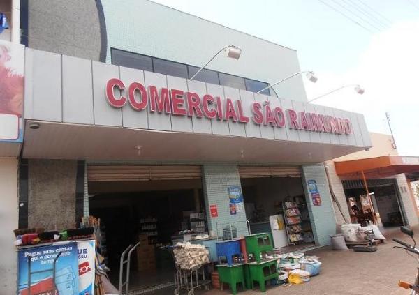 Dupla armada assalta supermercado em Barras