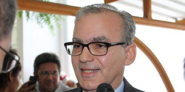 Firmino Filho defende nome de uma mulher para vice de Luciano
