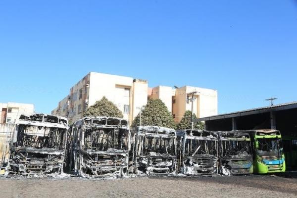 O prejuízo causado pelo incêndio que atingiu seis ônibus coletivos da empresa Taguatur pode chegar a quase R$ 3 milhões