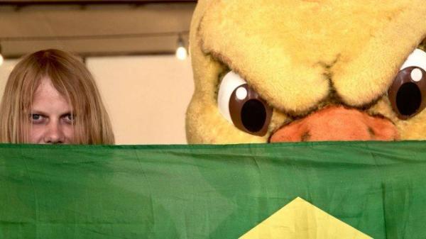 'Feiticeiro do hexa' chega a Kazan para jogo de Brasil e Bélgica