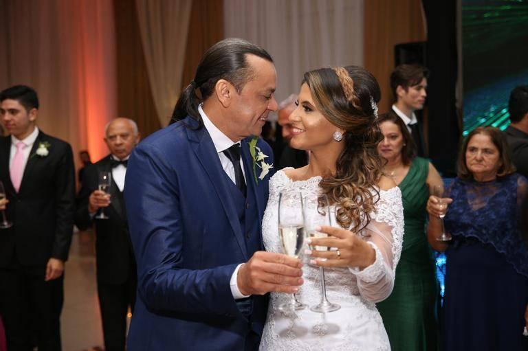 Frank Aguiar se casa com Caroline Santos