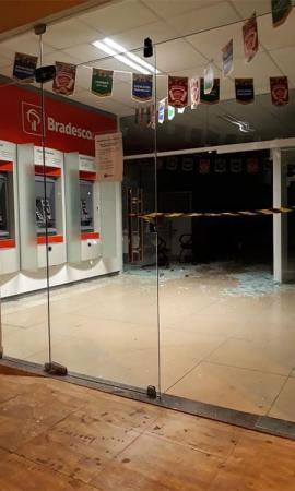 Quadrilha explode agência bancária em Altos PI