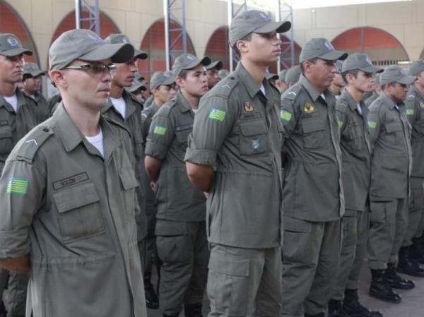 Governo nomeia 25 agentes penitenciários e 324 PMs